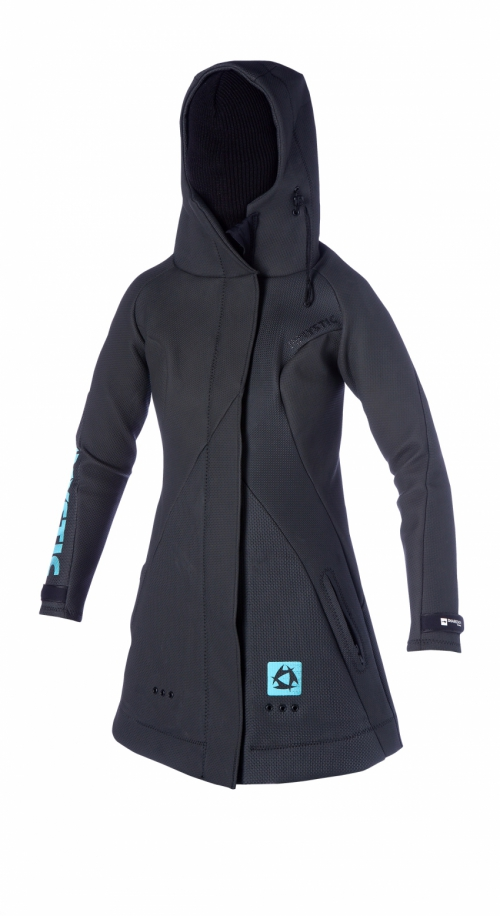 FEATURES<br /> - Wind and waterproof<br /> - Fitted hood with high collar<br /> - Side pockets<br /> - Velcro wrist straps<br /> - 2-way zip for spreaderbar use<br /> FABRICS<br /> - Sharkskin mesh neoprene (100%)